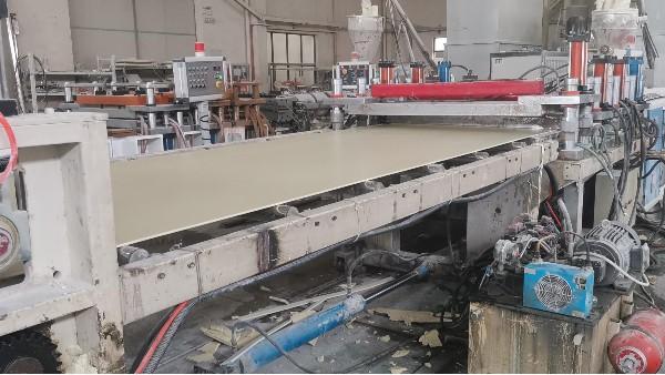 佳百特工程师给客户解决PVC木饰面基材发脆问题
