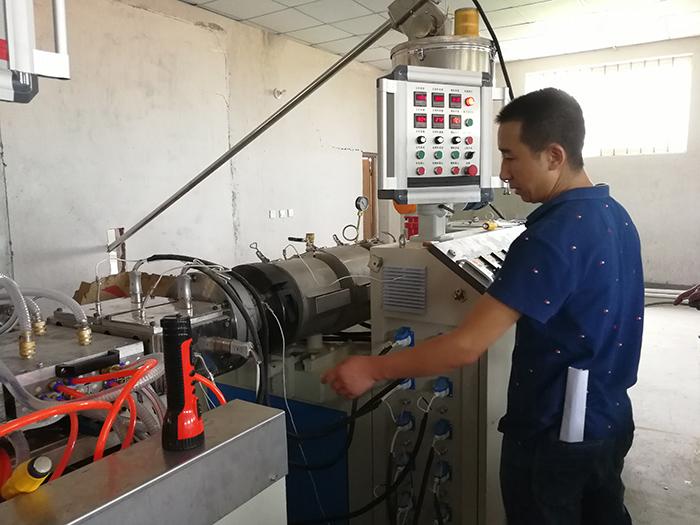 佳百特工程师为生产养殖硬质pvc厂家上门调试