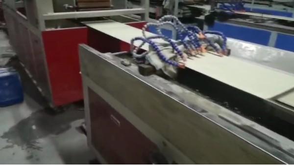 青岛佳百特售后服务解决PVC 实心发泡墙板生产问题案例